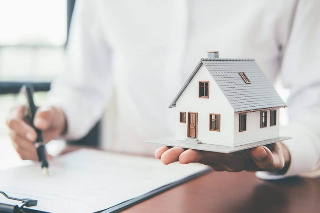 Who Pays Taxes and Community Fees in a Rental Contract With the Option to Buy